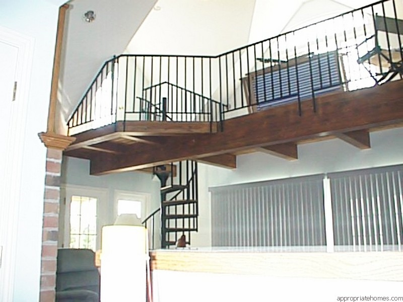 balcony-with-wood-beams