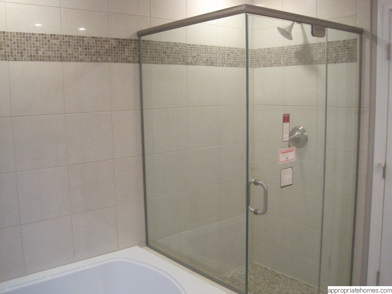 custom-shower-glass-door-tile-highlight-strip