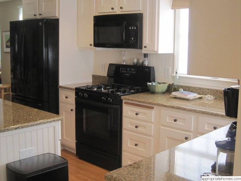granite-countertops-black-appliances