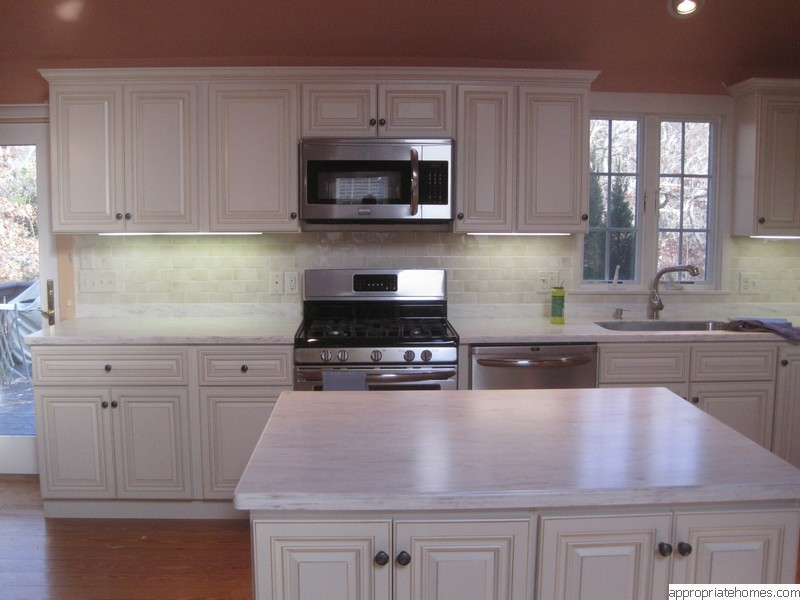 kitchen-island-yellow-pine-floors