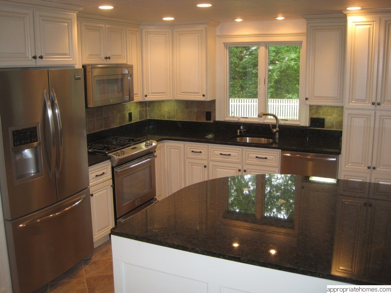 kitchen-with-black-granite-countertops
