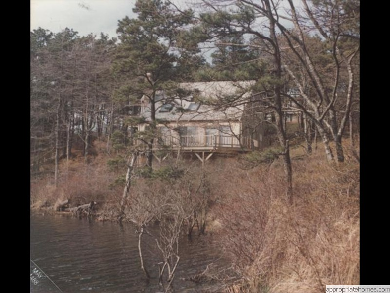 Eastham-saltbox-on-the-water