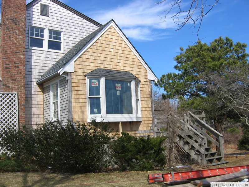 Brewster-white-cedar- Siding-shingles-gable-end