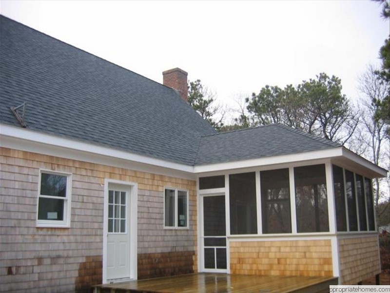 Brewster-white-cedar- Siding-shingles-painted-white-trim