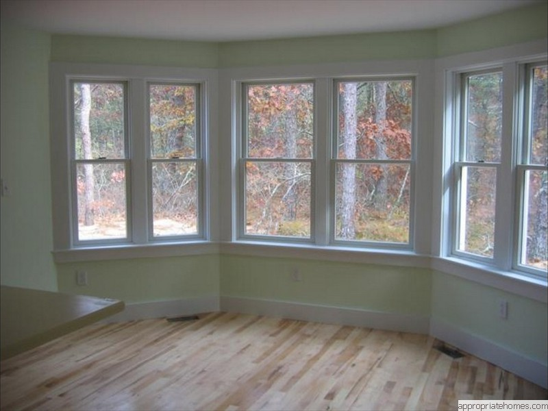 maple-flooring-in-dining-area
