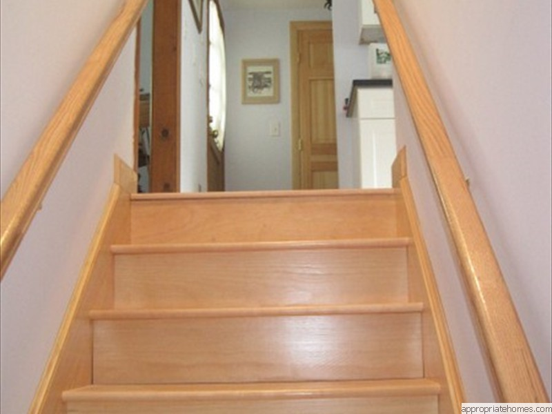 maple-stairtreads-natural-pine-risers